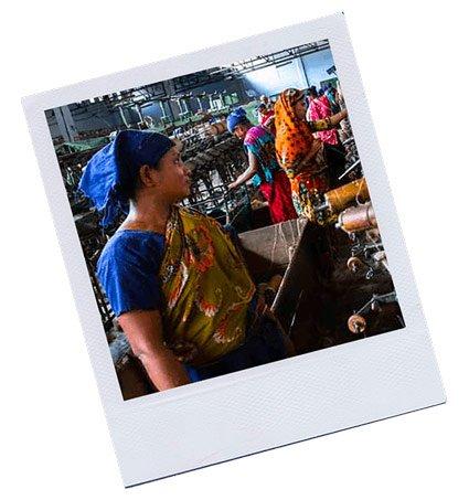 polaroïd d'une chaîne de production au Bengladesh
